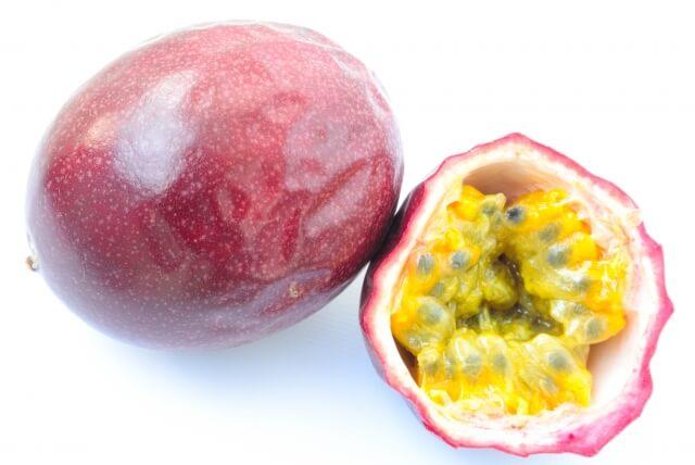 パッションフルーツの種や皮は食べられる?美味しい切り方や食べ方をご紹介